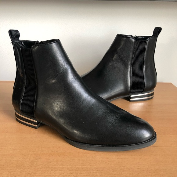 DKNY Lonnie ankle boot